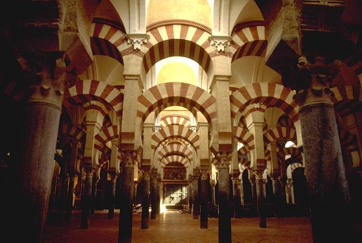 Keindahan Alhambra karya arsitek muslim masa lalu.