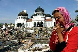 Kondisi Masjid Raya Baiturrahman saat tsunami (2004)