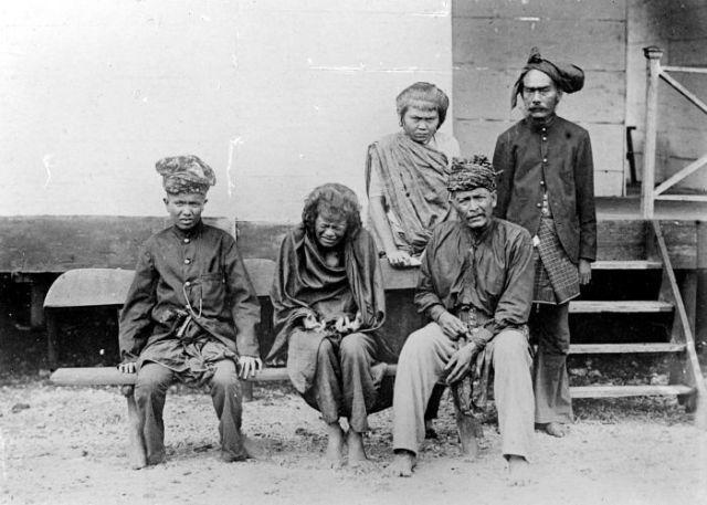 Foto bertahun 1905 itu tersimpan di KITLV, Leiden, Belanda. Foto itu diambil oleh komandan marsose, atau pasukan khusus Belanda, Letnan van Vuren.
