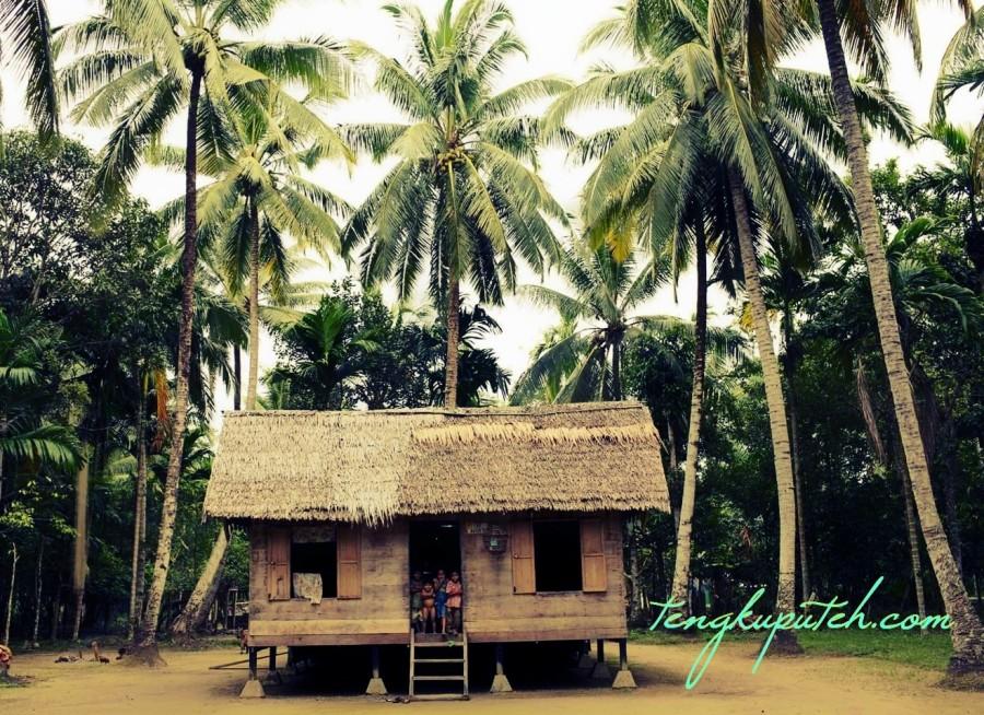 Kondisi keadaan desa Kabong, (Aceh Jaya) pada November 2004, sebulan sebelum tsunami Aceh.