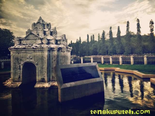 Pinto Khop bagian dari taman Putroe Phang. Sebuah persembahan cinta dari Sultan Iskandar Muda kepada istrinya Putri Pahang