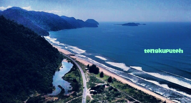 Pantai di Daya, dilihat dari gunung Geurutee di selatan Koetaradja (Banda Aceh) tahun 2020.